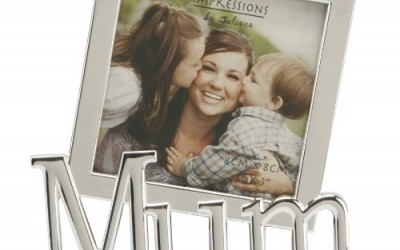 """Impressions by Juliana, Silverplated, 'Mum', tilted word, 3""""x3"""" photograph frame. An ideal gift for Mum, suitable for many occasions (FS1165M)."""